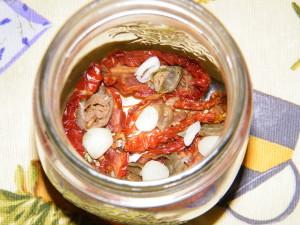 pomodori secchi sott'olio ricetta sterilizzare vasetti capperi pantelleria igp